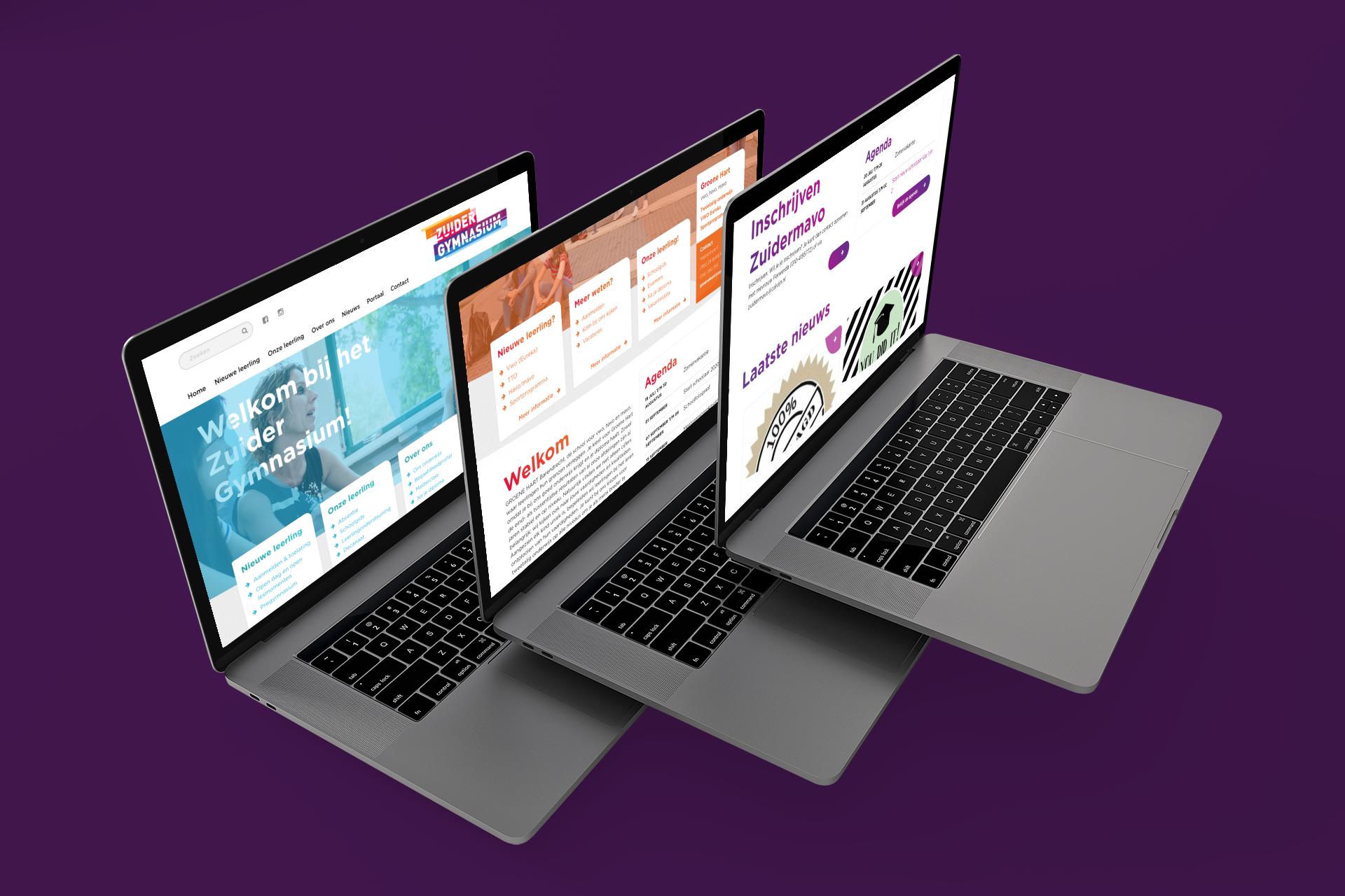 drie laptops met website van Calvijn op het scherm